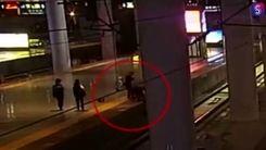 اقدام زشت این زن در ایستگاه مترو