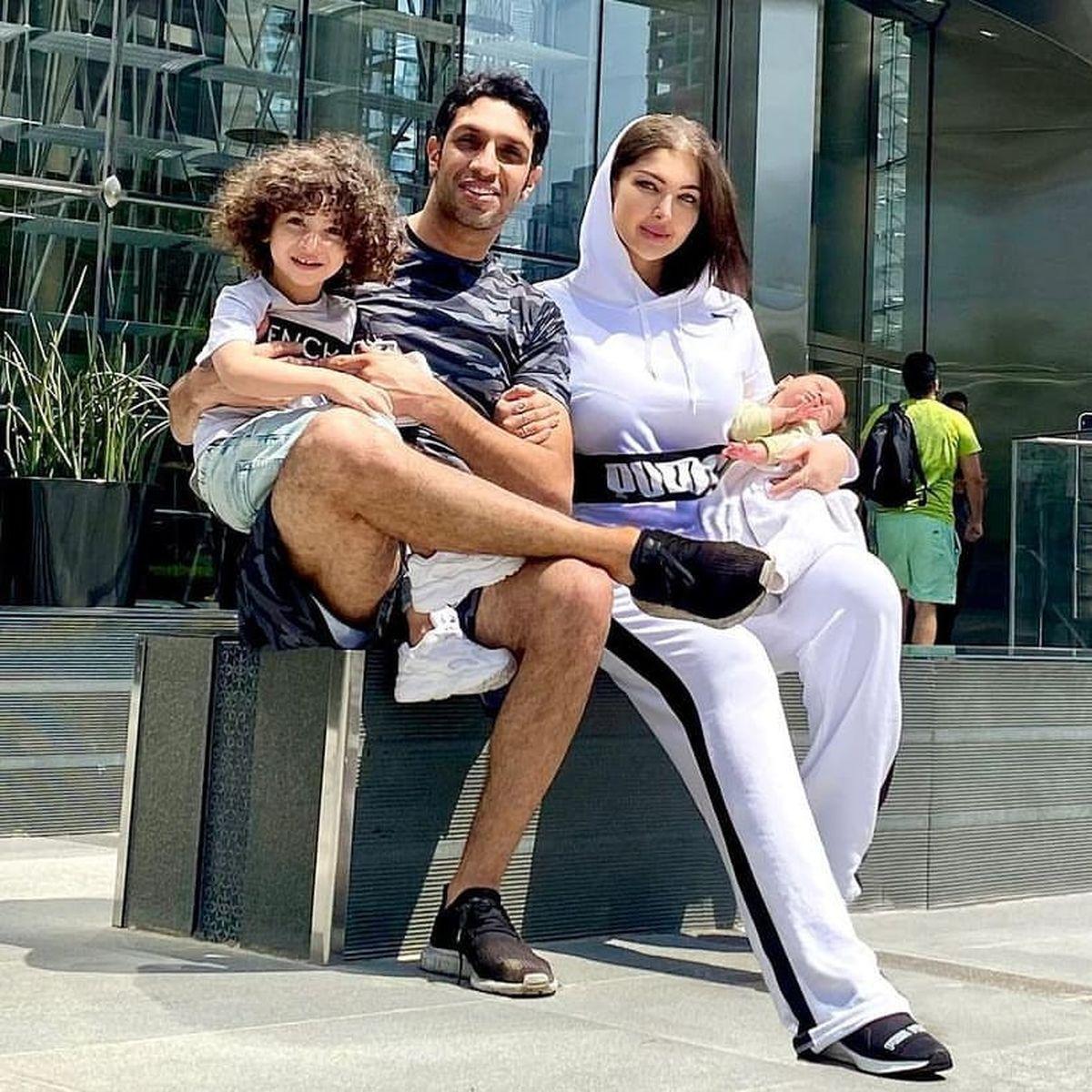 سپهر حیدری و همسرش در زمین تنیس برج خلیفه دبی