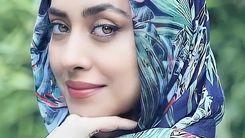 ژست خاص بهاره کیان افشار با عینک دهه شصتی