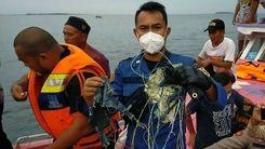 هواپیمای اندونزی پس از سقوط / بقایای هواپیمای مسافربری در اقیانوس هند + جزئیات