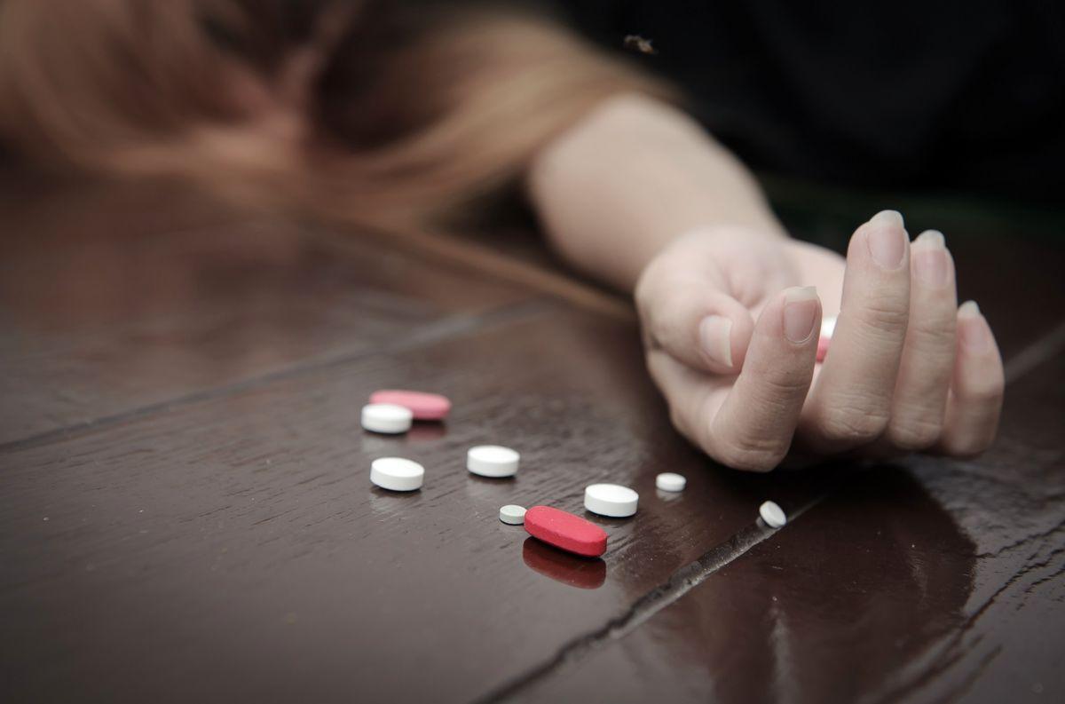 خودکشی مرموز مادر تهرانی در صحنه خودکشی پسرش