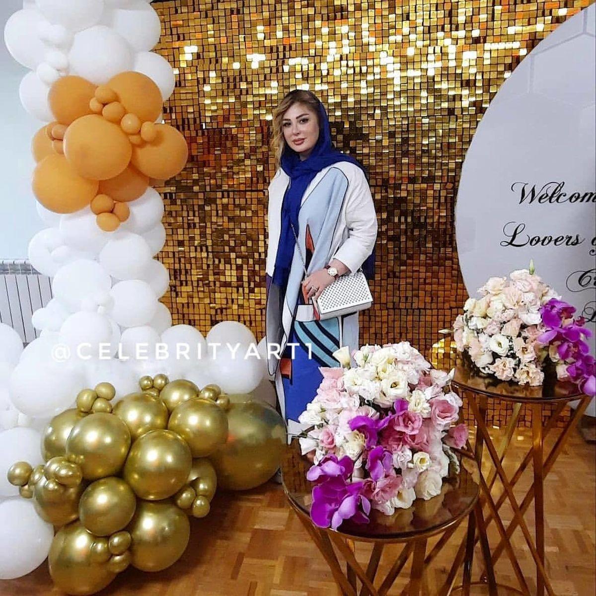 نیوشا ضیغمی در کنار مجسمه مهران مدیری + عکس جنجالی